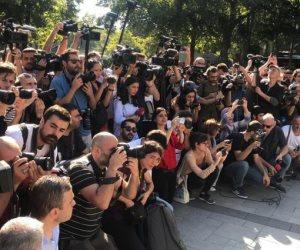 أردوغان يرسخ للكراهية.. مظاهرات لاجئين سوريين في اسطنبول بسبب قرار ترحليهم