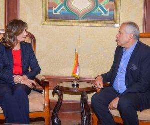 لقاء خاص بين وزيرة الهجرة والمواطن المعتدى عليه في طائرة رومانية: مصر إلى جوار أبنائها