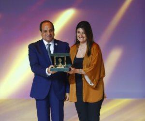 شاهد.. الرئيس يكرم عددًا من النماذج المصرية الرائعة بختام مؤتمر الشباب