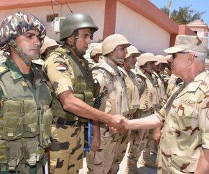 رئيس أركان حرب القوات المسلحة يتفقد قوات تأمين شمال سيناء ويشيد بالروح القتالية العالية
