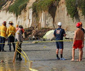 جولة في صحف العالم.. انهيار منحدر على شاطئ إنسينيتاس بولاية كاليفورنيا