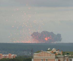 جولة في صحف العالم.. انفجارات ضخمة بعد حريق بمستودع للذخيرة بروسيا (صور)