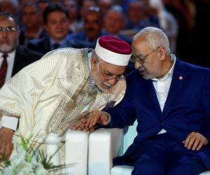 المناصرون والخصوم يفتكون بالغنوشي.. «النهضة» تنتهي سياسيًا في تونس
