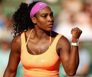 بمضرب تنس.. سيرينا وليامز تطيح بأسطورة الملاكمة الأمريكية «مايويذر»