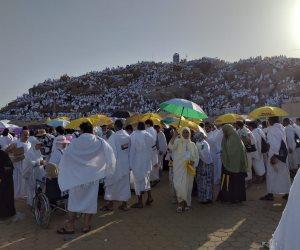 تدفق ضيوف الرحمن من حجيج الجمعيات الأهلية إلى صعيد جبل عرفات