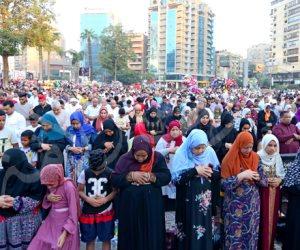 «الاختلاط عادي».. هل رأت الأوقاف صور صلاة العيد في مصطفى محمود؟