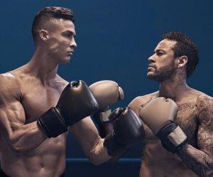 لماذا وقف كريستيانو رونالدو أمام «نيمار» على حلبة الملاكمة؟ (فيديو)