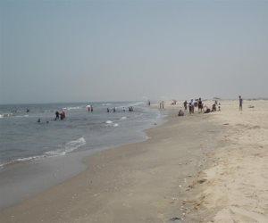 «شاطئ الموت» بإدكو يلتهم المصيفين.. ومحافظة البحيرة ودن من طين والتانية من عجين