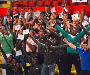 صورة بألف كلمة ومعنى... «شباب أفريقيا» يشجعون منتخب مصر في نهائي كأس العالم