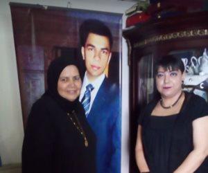 أم الشهيد مصطفى يسرى لمعتز مطر: دين أبوك اسمه إيه (حصري)
