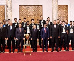 الرئيس السيسي يستقبل المنتخب الوطني لكرة اليد للناشئين بطل كأس العالم