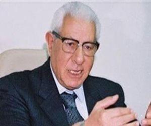 تفاصيل إصابة الكاتب مكرم محمد أحمد بالجلطة ونقلة بالإسعاف الطائر للمعادي العسكري