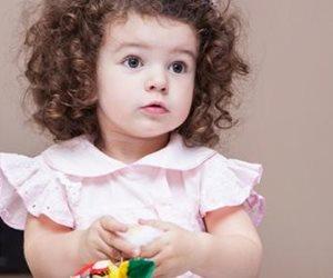 لو طفلك شعره مجعد.. إليكي الحل في خطوات بسيطة