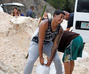 جولة في صحف العالم.. أهالي جزر الباهاما يستعدون بأكياس الرمال قبل وصول إعصار دوريان