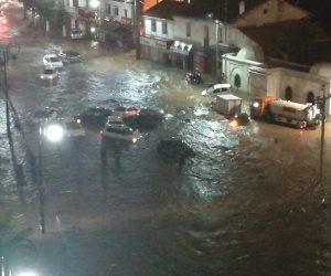 طوارىء في الجزائر.. هكذا حاصرت السيول الجارفة العاصمة (فيديو)