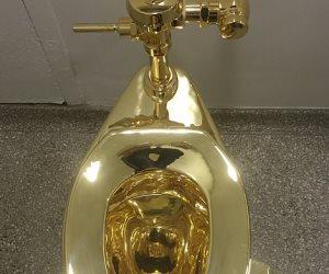 بعد يومين فقط علي عرضه.. سرقة مرحاض ذهب من قصر «بلينهايم» ببريطانيا