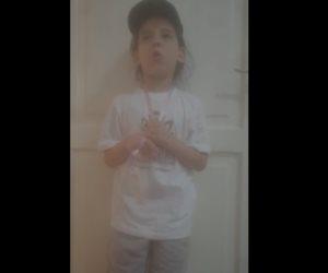رسالة طاهرة من طفلة مصرية للجيش وقياداته: ما تزعلوش احنا بنحبكم (فيديو)