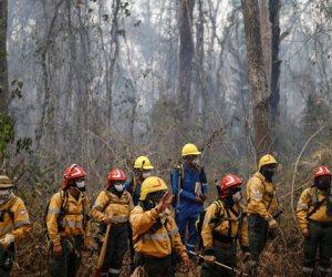 جولة في صحف العالم.. الجيش الأرجنتينى يواصل أعمال إطفاء حرائق غابات بوليفيا (صور)