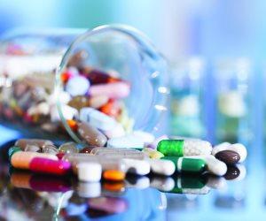 """علاج كورونا.. """"هيئة الدواء"""" توجه الشركات بزيادة إنتاج مستحضرات البروتوكولات"""