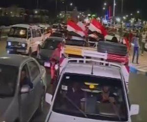 مسيرة داعمة للرئيس السيسى تجوب ميدان الأربعين في السويس (فيديو)