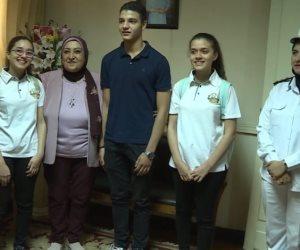 «حافظوا على مصر عشان حقهم يرجع».. قيادات الشرطة تصطحب أبناء الشهداء إلى المدارس (صور)