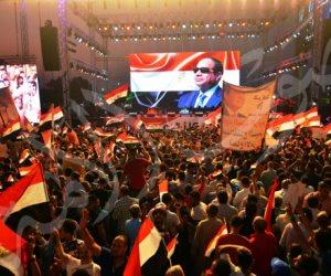 أغاني محمد فؤاد الوطنية تلهب حماس جموع المواطنين أمام النصب التذكاري