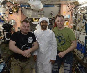 هزاع المنصورى يرتدى الزى الوطنى الإماراتى فى الفضاء (صور)