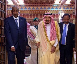 خادم الحرمين الشريفين يعقد جلسة مباحثات رسمية مع رئيس مجلس السيادة السودانى