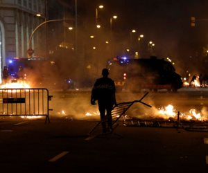 جولة في صحف العالم.. اشتباكات بين الشرطة ومتظاهرين في كتالونيا