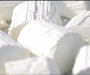 دراسة تكشف فوائد تناول الجبن القريش ليلا.. تعرف عليها