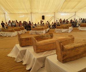 اكتشاف 30 تابوتا خشبيا ملون تعود للأسرة 22 الفرعونية.. كانت محفوظة من السرقات