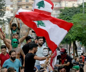 احتجاجات ورشق بالحجارة.. اشتعال المظاهرات في بيروت للمطالبة بحق شهداء المرفأ