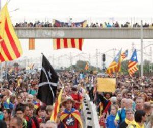 المظاهرات تحاصر برشلونة.. و«تسونامي الديمقراطية» متهمة بإشعال الاحتجاجات