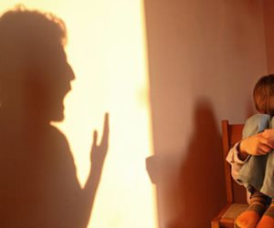 الأسرة تعتبر تعذيب الطفل جزء من التأديب.. والأباء والأمهات في حاجة لزيادة الوعي