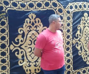 """شقيق ضحية قطار الإسكندرية: """"عايز حق أخويا اللي يريحه.. هو مش بياع متجول"""" (صور)"""