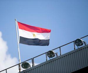 «ولادنا» وجهاً لوجه.. علم مصر يرفرف على ملعب «فيلا بارك» قبل مباراة ليفربول واستون فيلا (صورة)