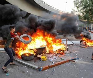 آخر أخبار مظاهرات العراق.. إعادة الإنترنت وإغلاق الطرق يشل بغداد