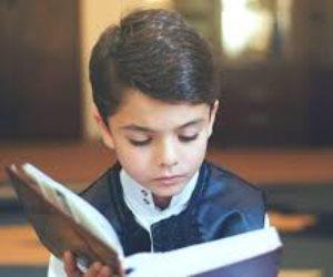 """""""على عكس ما حذر به المراقبون"""".. كيف نجحت أم في جعل أبنائها يفضلون القراءة بالوسائل الحديثة؟"""