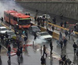 طهران تشتعل بالتظاهرات المطالبة برحيل النظام.. والشرطة ترد بالغاز والرصاص (فيديو)
