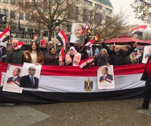زغاريد وهتافات «تحيا مصر» في استقبال الرئيس السيسي فور وصوله مقر إقامته بألمانيا