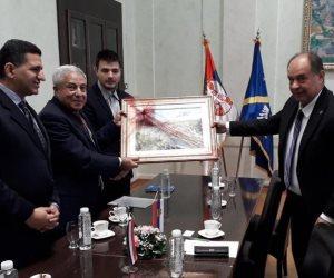 """محافظ أسوان يوقع مذكرة توأمة مع عمدة مدينة """"أوجتسا"""" الصربية لتعزيز التعاون الاقتصادى والثقافى"""