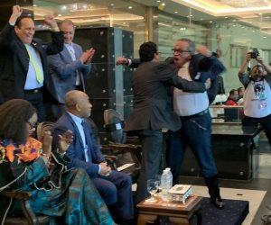 شاهد فرحة الوزير ورئيس اتحاد الكرة بعد فوز الأوليمبي على جنوب أفريقيا (صور)
