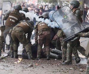 جولة حول العالم.. احتجاجات تشيلى تدخل يومها الـ46 على التوالى مع احتفالات أعياد الميلاد