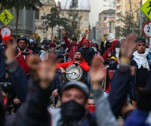 المتظاهرين ينزلون للشوراع في كولومبيا ومقتل 3 وإصابة العشرات باشتباكات مع الأمن