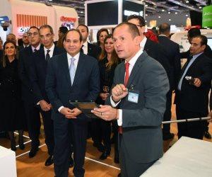 الرئيس يشهد محاكاة وعرض لمشروع التأمين الصحى الشامل داخل جناح فودافون فى معرض Cairo ICT