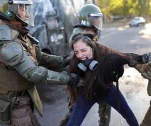 جولة مكوكية في الصحف العالمية: العنف مع متظاهري تشيلي الأبرز (صور)