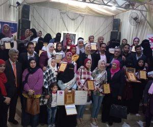 """""""ياسمين ومروة وإسراء"""".. طالبات تحدين الإرهاب بشمال سيناء بسلاح العلم (صور)"""