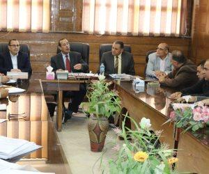 محافظ شمال سيناء يوجه بسرعة صرف تعويضات المضارين من الحرب على الإرهاب (صور)