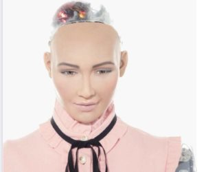الروبوت صوفيا بعد اختيارها متحدث بمنتدى شباب العالم: انتظروا مشاركتي في شرم الشيخ الجميلة