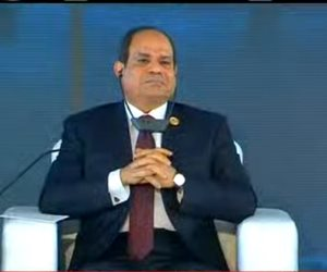 السيسي من منتدى أسوان للسلام والتنمية يدعو لمحاسبة الدول الداعمة والراعية للإرهاب